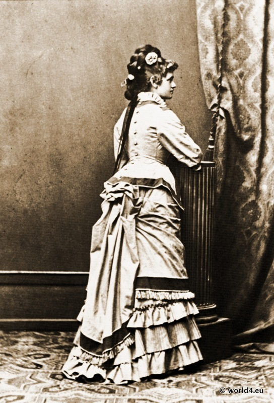 Photograph from the 2nd Bustle Era.