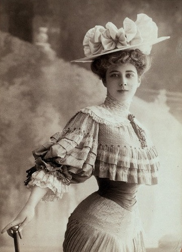 photograph of a model posing for Charles Dana Gibson, ca. 1900-1905